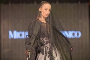 Foto vincitrice modella Mia Maretic indossa abito Michele Miglionico HC.1 rid